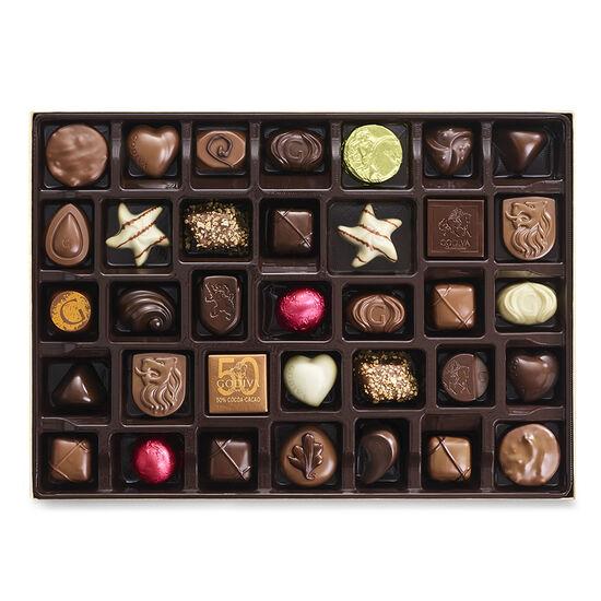 Boîte-cadeau or de chocolats assortis, ruban or, 105 mc. image number null